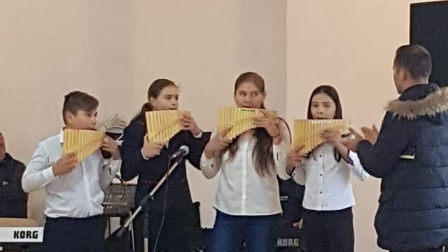 Grupul de naiști ai Școlii Gimnaziale Negreni